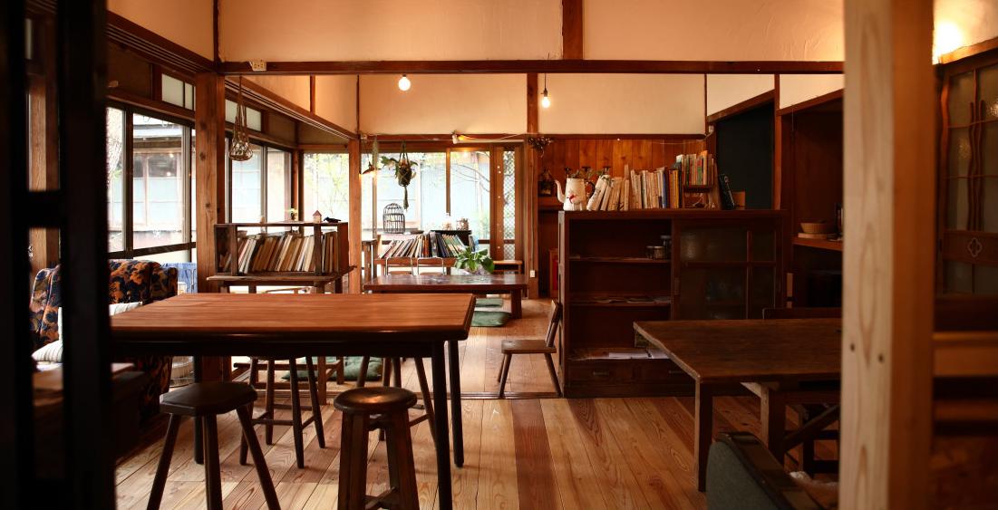 飾ることのない心地よさも味わえるカフェ空間